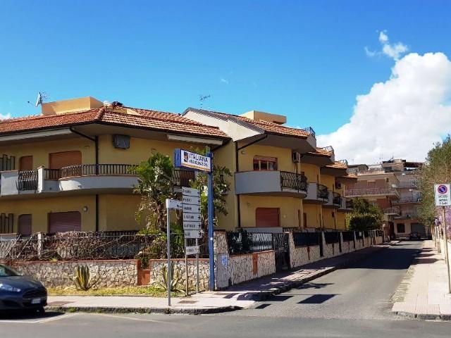 Appartamenti appartamento di ampia metratura in affitto for Costruttori di appartamenti garage