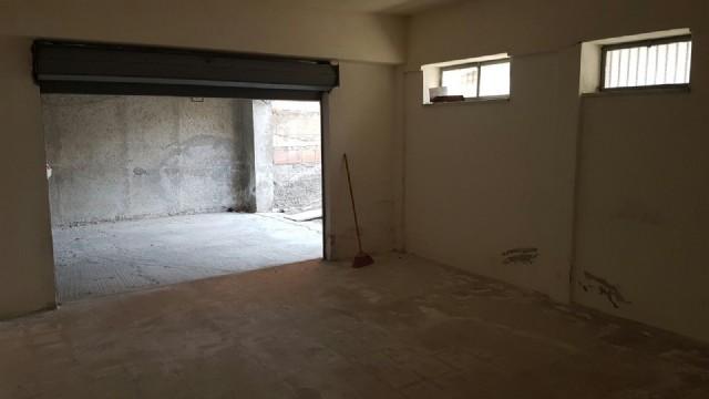 Ampio garage in localit sant 39 alessio siculo vendita box for Ampio garage per auto